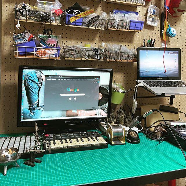 作業机に念願の工作用シートを。玄人感。